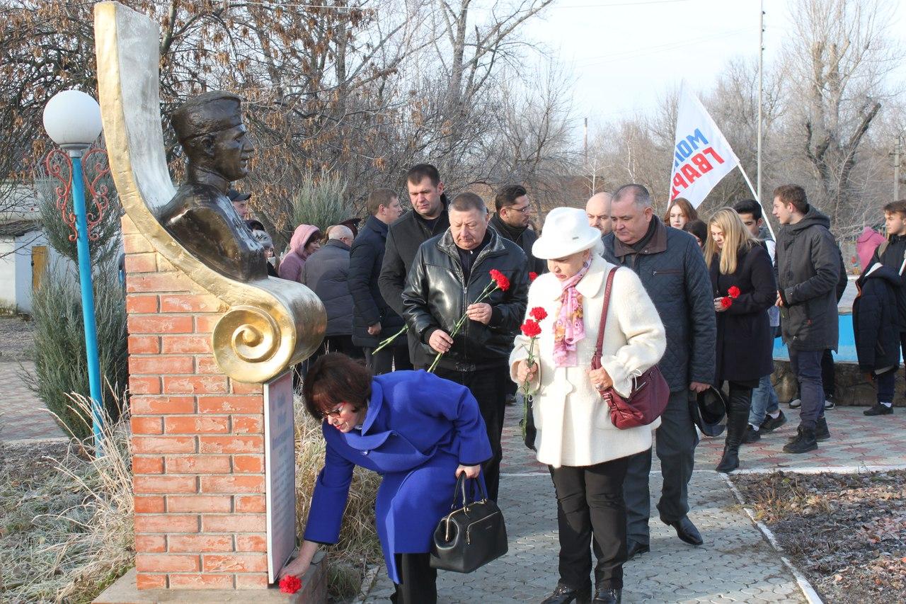 Возложение цветов Героям Советского союза
