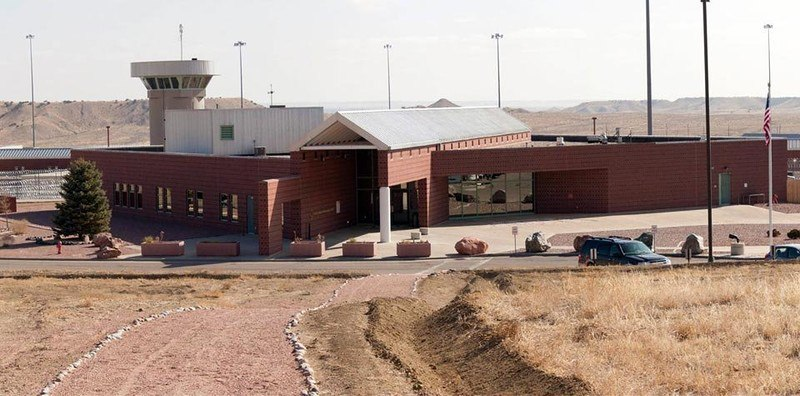 Ea1kGMsUflQ - Сравниваем тюрьмы строго режима: Норвежская VS Американская