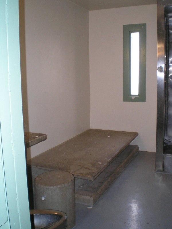 0EU61jyWY1w - Сравниваем тюрьмы строго режима: Норвежская VS Американская