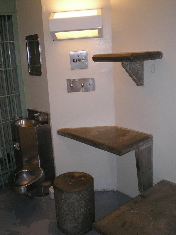 hiykgpS2KUM - Сравниваем тюрьмы строго режима: Норвежская VS Американская