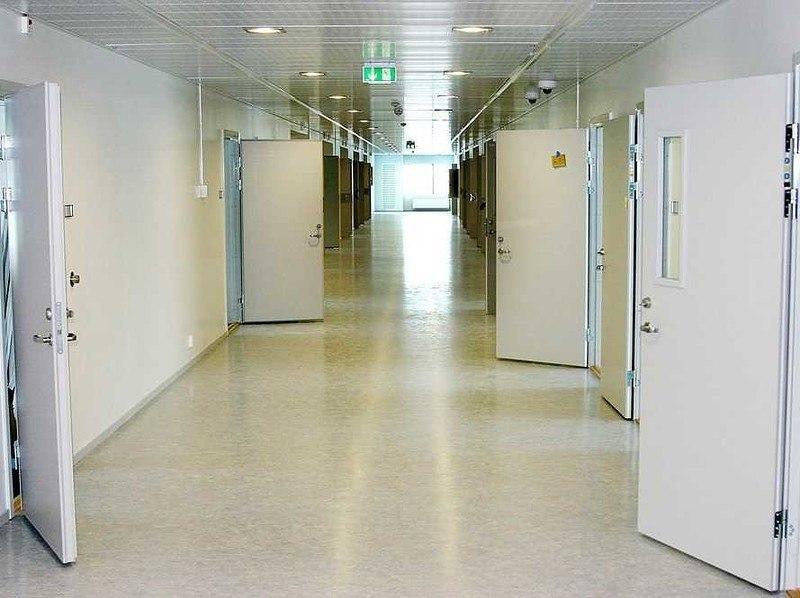 tGTFoUTBg4o - Сравниваем тюрьмы строго режима: Норвежская VS Американская