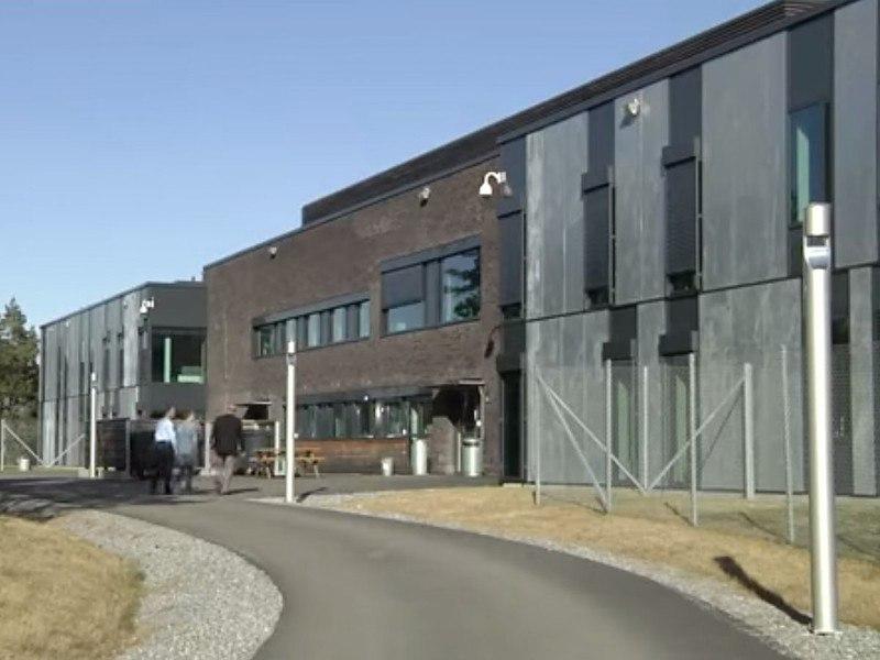 zZxrD7ICzrM - Сравниваем тюрьмы строго режима: Норвежская VS Американская