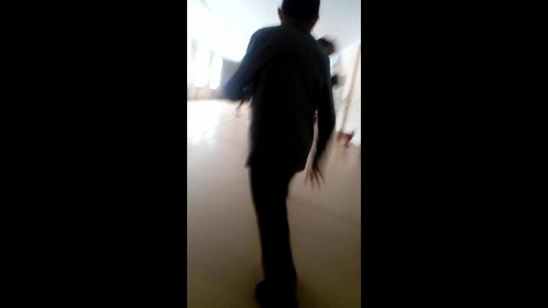 Андрюша танцует 😂😂😂🎤🎵