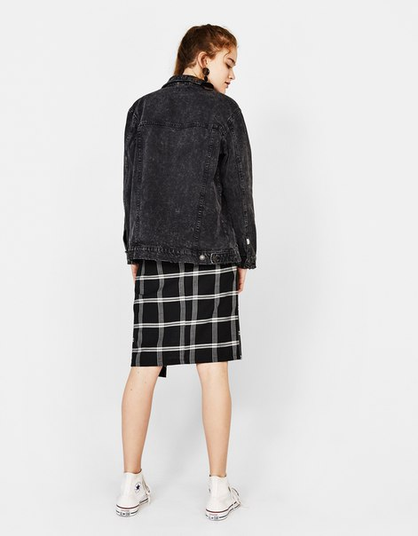 Джинсовая куртка в стиле oversize