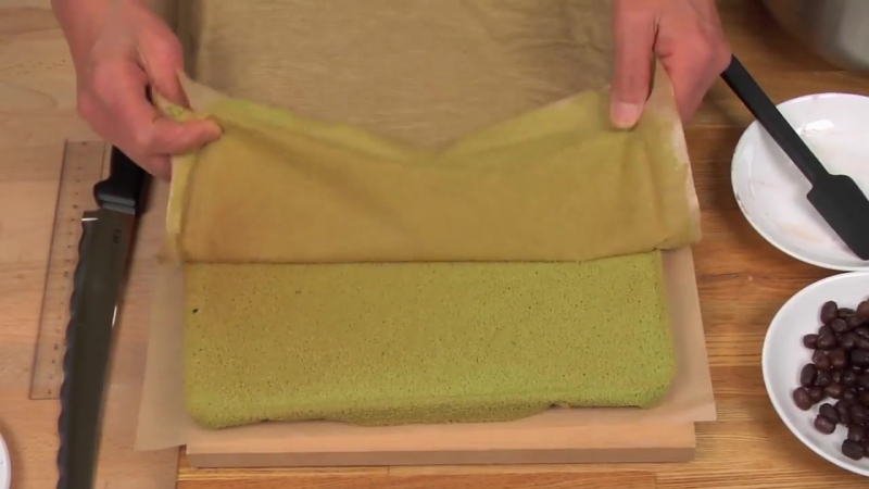 Matcha Roll Cake Recipe (Green Tea Swiss Roll) - Cooking with Dog