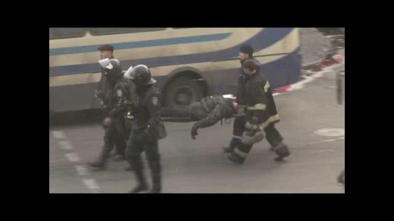 Титушки (бандиты Януковича) отрезали голову человеку под стенами парламента Украины! (18.02.2014)