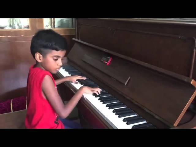 Феноменальный маленький мальчик-пианист