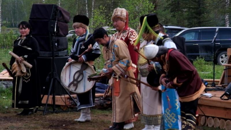 Выход участников - Кайчы (сказитель героического эпоса).