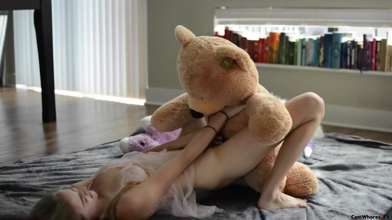 teddybear-fuck-nude-girls-eating-pie