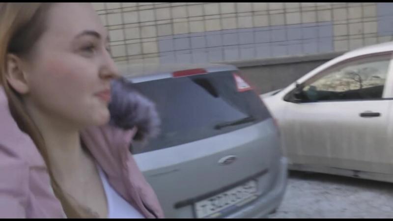 Милая девушка в розовом пальто - за Грудинина в Президенты России!