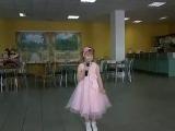 Ксения исполняет песню «Молодая бабушка» Е.Евдотьевой