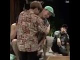 Просто Чонгук целует Хосока в шею