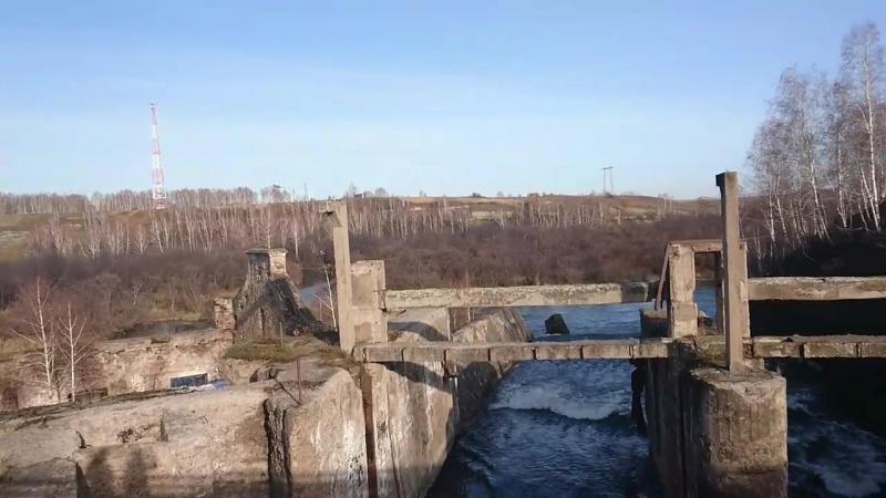 Давно не действующая ГЭС времен царя гороха.