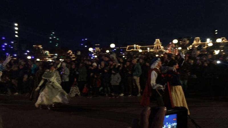 Парад мультяшек в Парке Дисней Лэнд