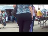 Mommy with big ass in pants (Парню понравилась аппетитная попа мамки в брючках)
