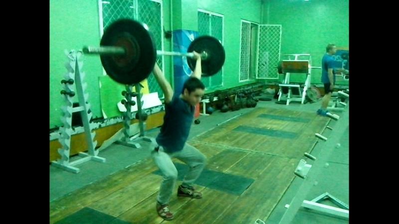 Приседания на. прямых руках 65 кг на 5 раз