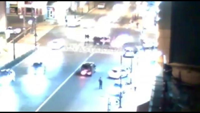 15 октября во Владивостоке на перекрестке Океанского проспекта и улицы Семеновской произошло ДТП с участием Toyota Curren, Toyot