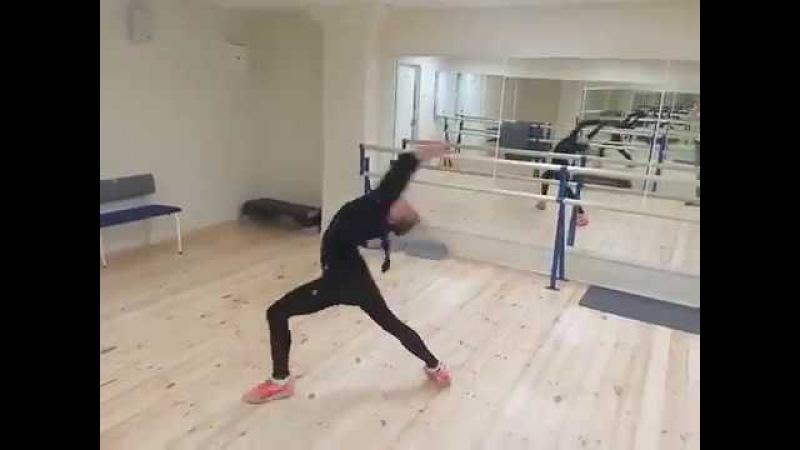 Анастасия Тараканова танцует стилизированное танго