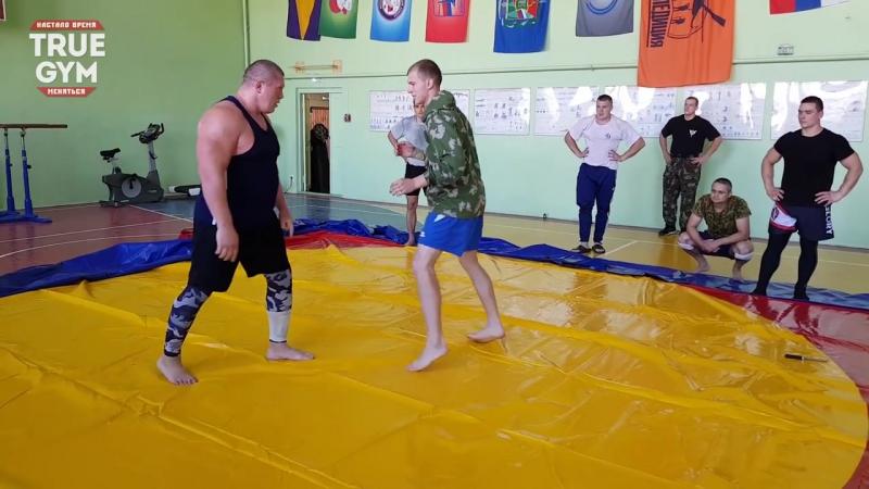 Боец MMA против 8 бойцов ОМОНа