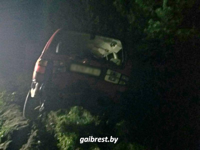 Пинский район: помогая толкать автомобиль, пострадал пешеход