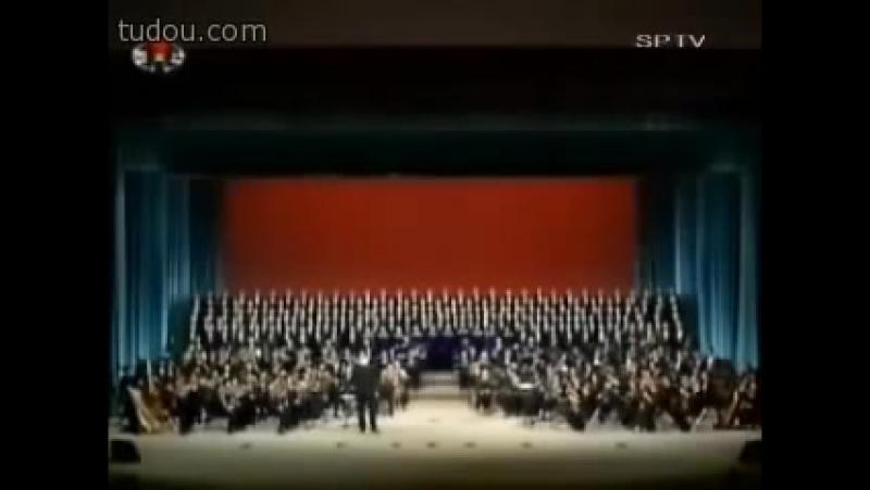 Песня о тревожной молодости (исполняет большой хор Северной Кореи и капелла им. Юрлова, Пхеньян)