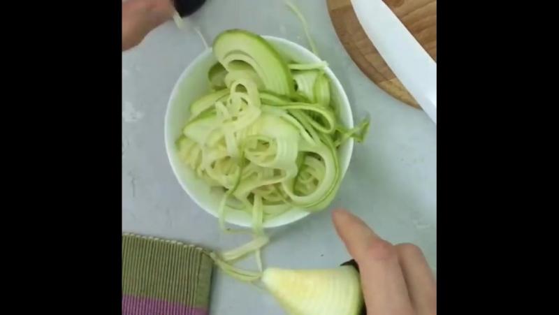 Принцип работы овощной спагеттирезки от Raw Optimum