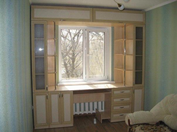 Письменный стол возле окна своими руками 59