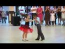 Ионела Цэруш и Михай Унгуряну - niños bailando