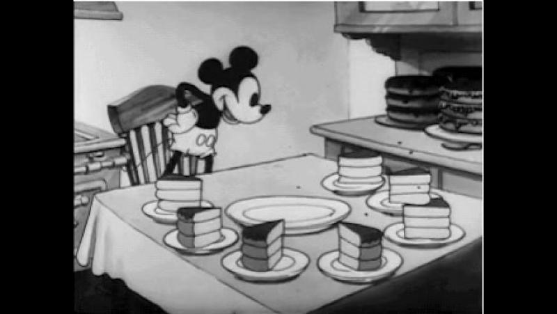 Микки Маус и торт
