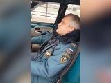Задержание мертвецки пьяного подполковника МЧСвМоскве снял