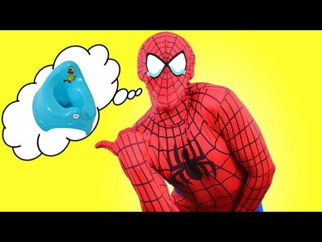 ELSA´S BATHTUB Spiderman Hulk WANTS TO PEE /w Prank on Toilet Superhero in Real Life