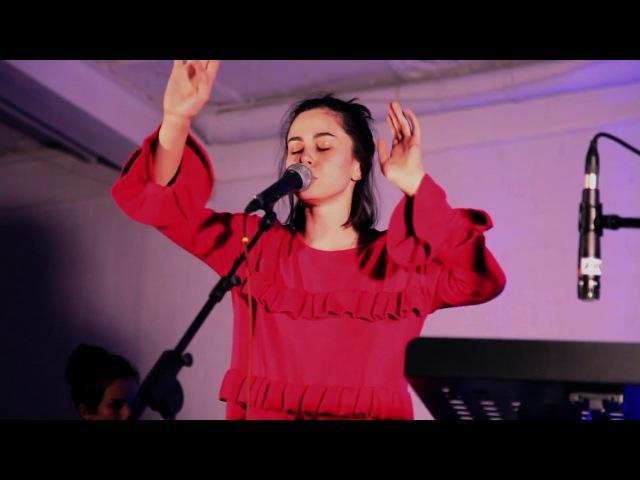 Julia Smiles - Love (live @ More Vnutri)