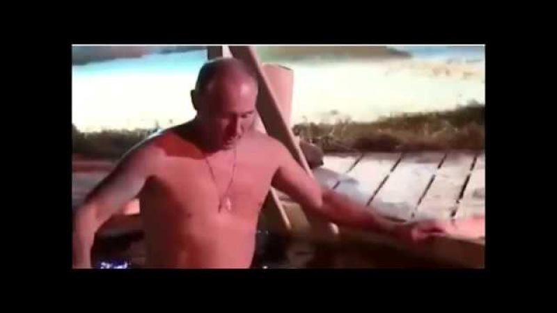 Путин перекрестился слева на право и окунулся 1, а не 3 раза в прорубе на Крещении ...