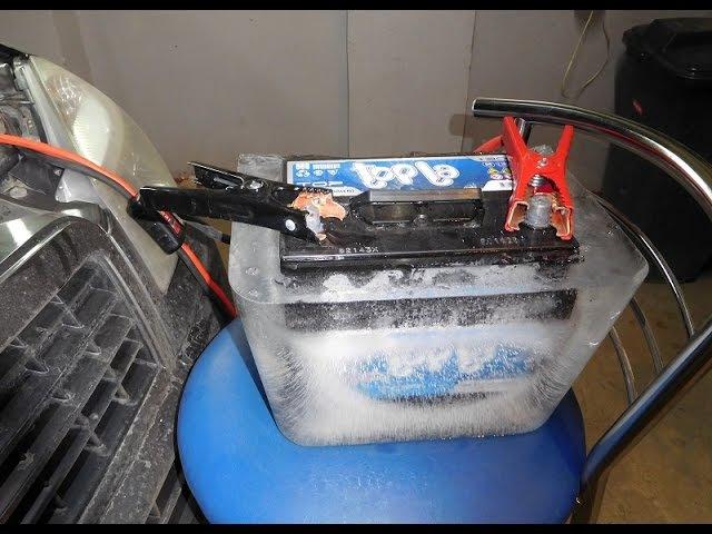 Аккумулятор Topla, целиком замороженный во льду, запускает двигатель