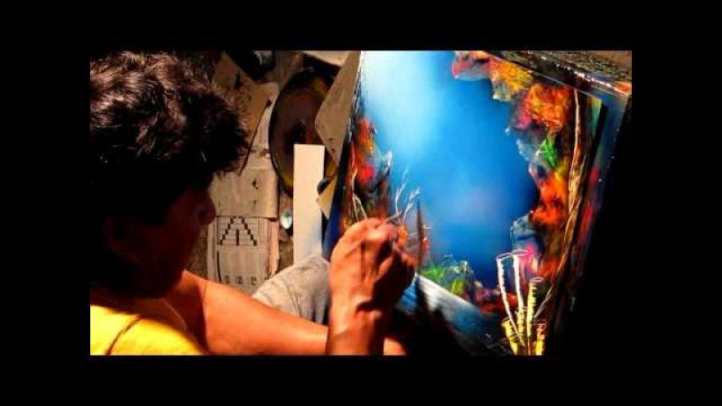 Spray paint artist in Cozumel