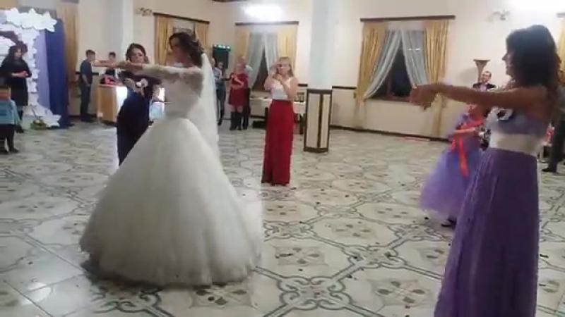 танец от подружек и невесты