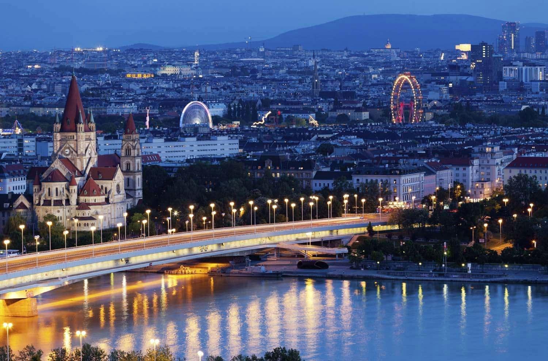Вечерняя панорама центра Вены
