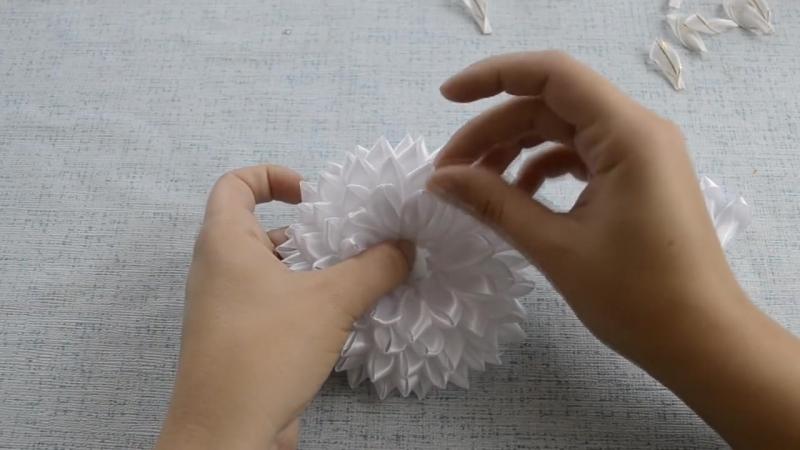 Канзаши Пышные белые банты из лент на 1 сентября в школу мастер класс DIY