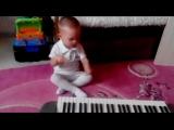 мелкий зажигает под пианино (360p).mp4
