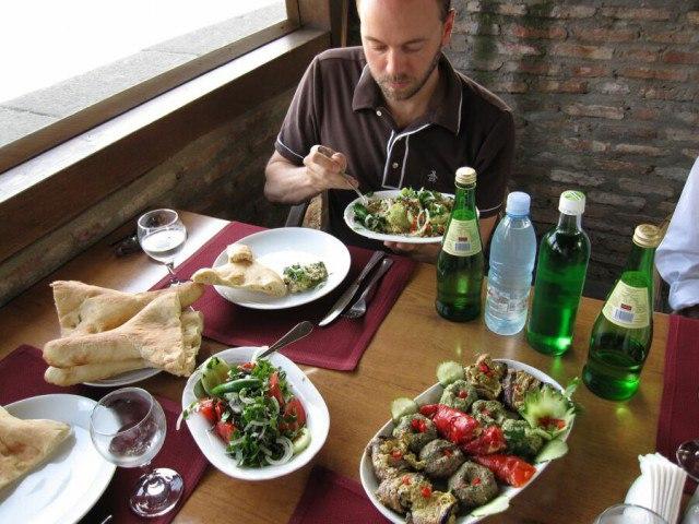 s4KnOslFOTM - В какой стране можно хорошо отдохнуть, а заодно вкусно поесть