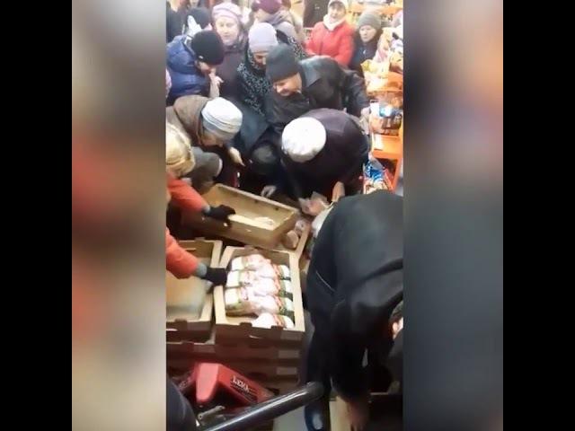 Жители Рязани устроили давку в борьбе за дешевую курицу
