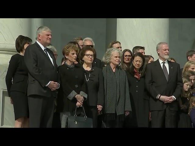 Дональд Трам на похоронах Билли Грема в белом доме Trump honours Billy Graham as evangelist's body l