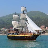 Морские прогулка на яхтах в Лазаревском, пиратский бриг Джон Сильвер