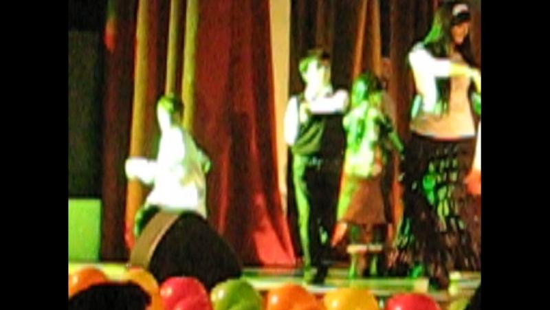 Лезгинка-начало,после первого выступления,танец от души (ДИМА В БЕЛОЙ РУБАШКЕ И В ИЧИГАХ)