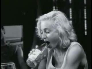 Мадонна сосёт