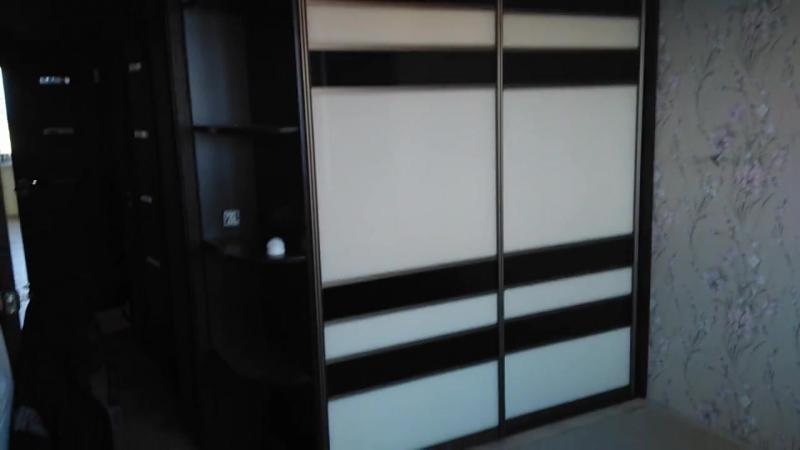 Шкаф-купе с бежевым и коричневымЛакобелем