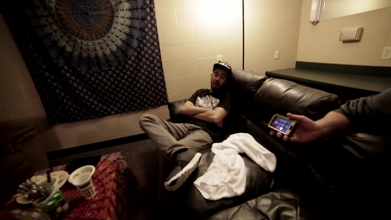 Chester Breaks His Ankle On The Hunting Party Tour ¦ LPTV 123 ¦ Linkin Park