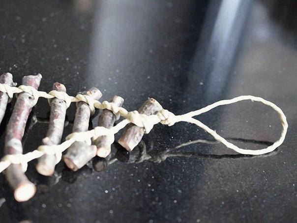 Декоративная ёлочка-панно из сухих веточек