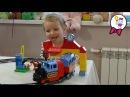 Лего Дупло паровозик. Саша собирает игрушечный паровозик конструктор Lego Duplo 10507