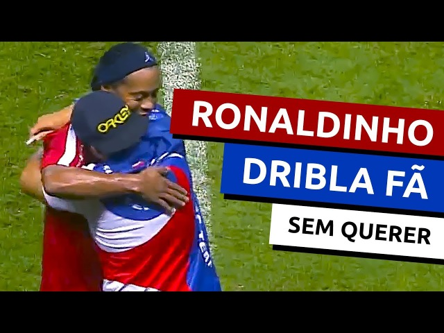 Ronaldinho dribla fã sem querer